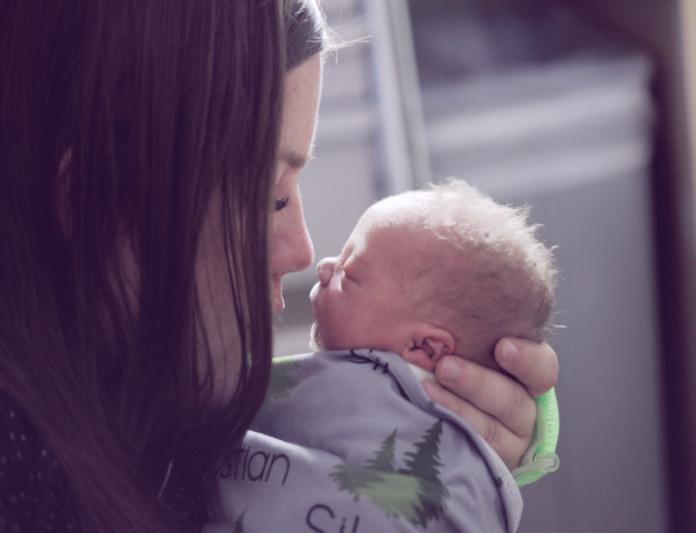 Obstetra Juliana Sandler indica livros para mães
