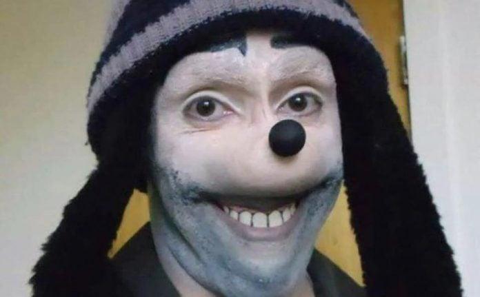 Homem pateta é uma pessoa que usa um tipo de máscara deformada que lembra o Pateta, personagem da Disney.