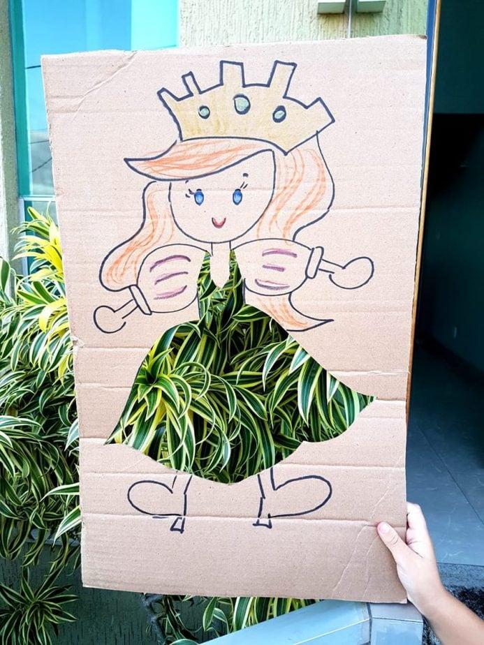 Uma brincadeira divertida com papelão e a natureza: as crianças vão adorar!