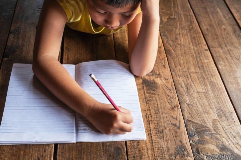 Criança com dislexia: 7 sinais que exigem atenção dos pais