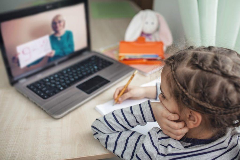 Estudo sobre a situação dos professores, que ouviu mais de 9 mil docentes, revela que a educação infantil é que a tem menor participação online