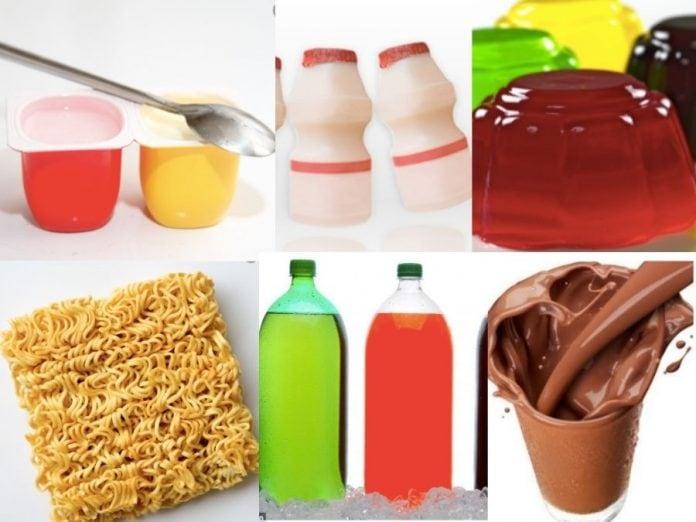 6 alimentos que não devemos oferecer às crianças; na imagem, se vê petit suisse, salsicha, refrigerante, macarrão instantâneo, leite fermentado e gelatina colorida