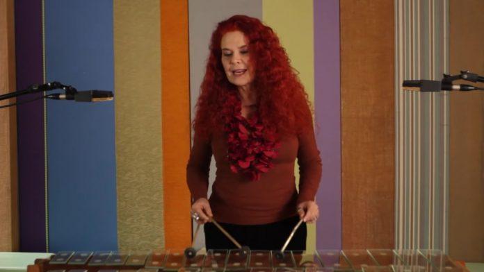 """Sandra Peres, que forma o Palavra Cantada com Paulo Tatit e criou o projeto """"Concertos para Bebês""""."""