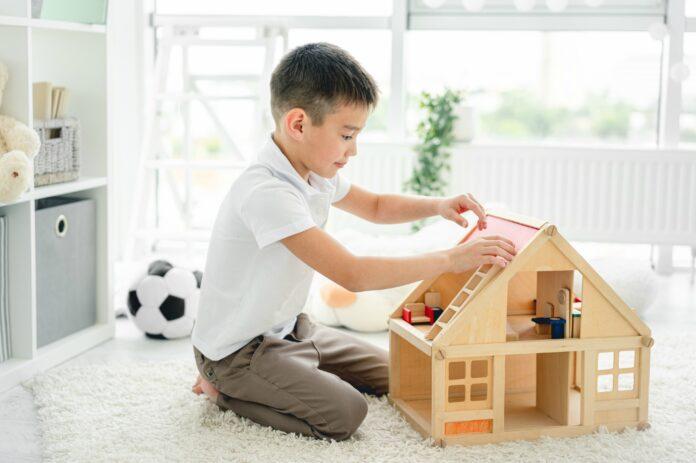 Meninos que brincam de casinha (como se vê nesta imagem): quais os (bons) resultados disso?