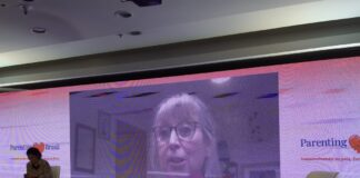 Parenting Brasil: 2o dia teve palestras como a da inglesa Lorraine Thomas; imagem msotra LOrraine Thomas durante sua palestra online