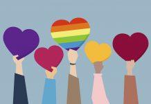 Pel@s filh@s de tod@s: o projeto que ameaça a diversidade sexual; mãos diversas seguram corações coloridos, um dele tem as cores do arco-íris