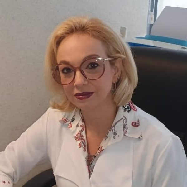 Patrícia Canto, pesquisadora da Fiocriuz, acredita que o retorno às aulas presenciais deve ser discutida em cada escola, com pais, professores e alunos