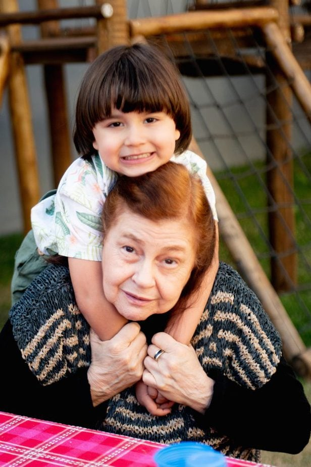 'Minha mãe sempre foi um grande exemplo para a minha vida financeira'; Eliana Costa e o neto João Pedro