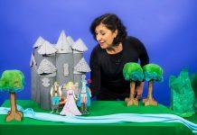 Óperas de Mozart e Carlos Gomes inspiram contação de histórias infantis; mulher contando histórias com cenário e bonecos