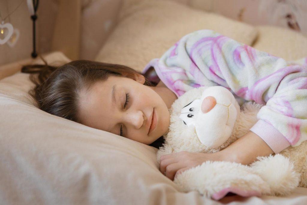 Apneia do sono na infância pode elevar a pressão arterial e afetar o coração