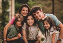 Os desafios da parentalidade atípica; Mônica Pitanga, o marido e os três filhos