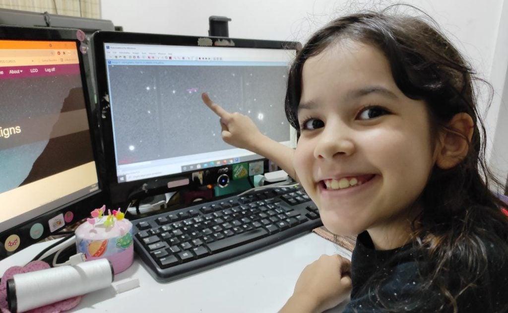 Nicole Oliveira, prodígio de astronomia de 8 anos, já detectou 7 asteroides; Nicole caçando asteroides
