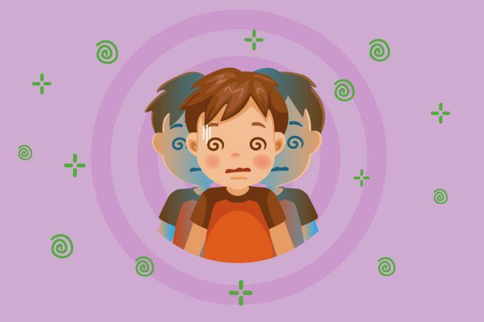 Como lidar com os enjoos das crianças durante viagens de carro; ilustração de criança com enjoo em fundo lilás