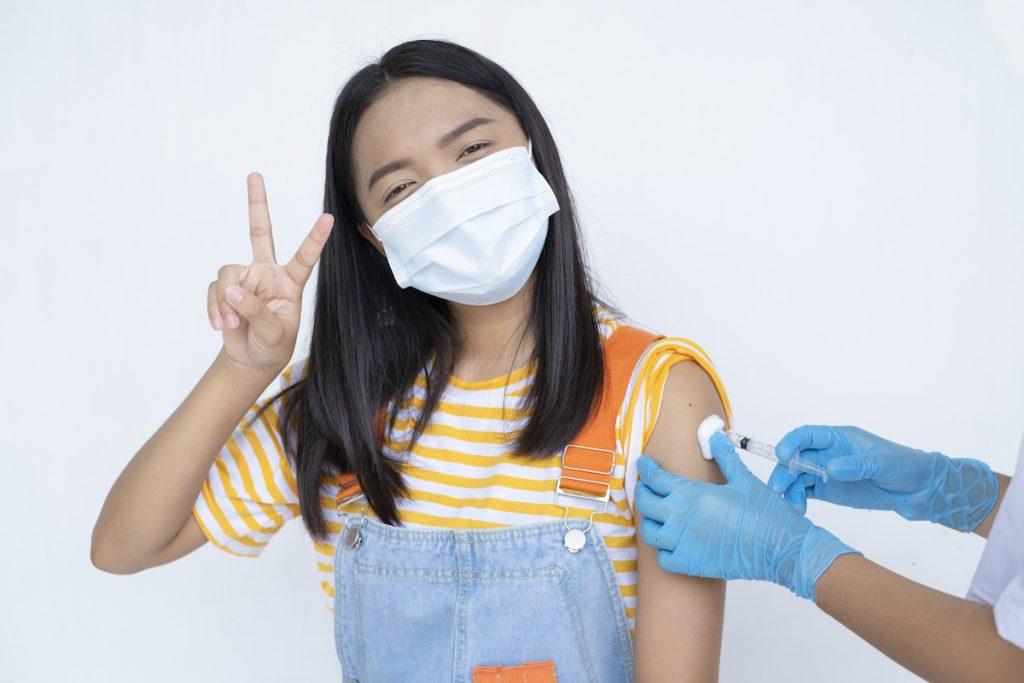 Fake ou fato? Tudo sobre a vacina contra Covid-19 em adolescentes