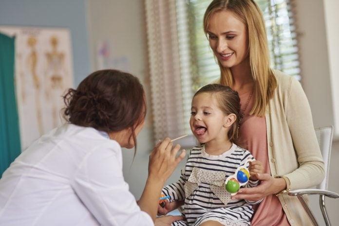 Amigdalite é mais comum em crianças; veja como reconhecer a doença